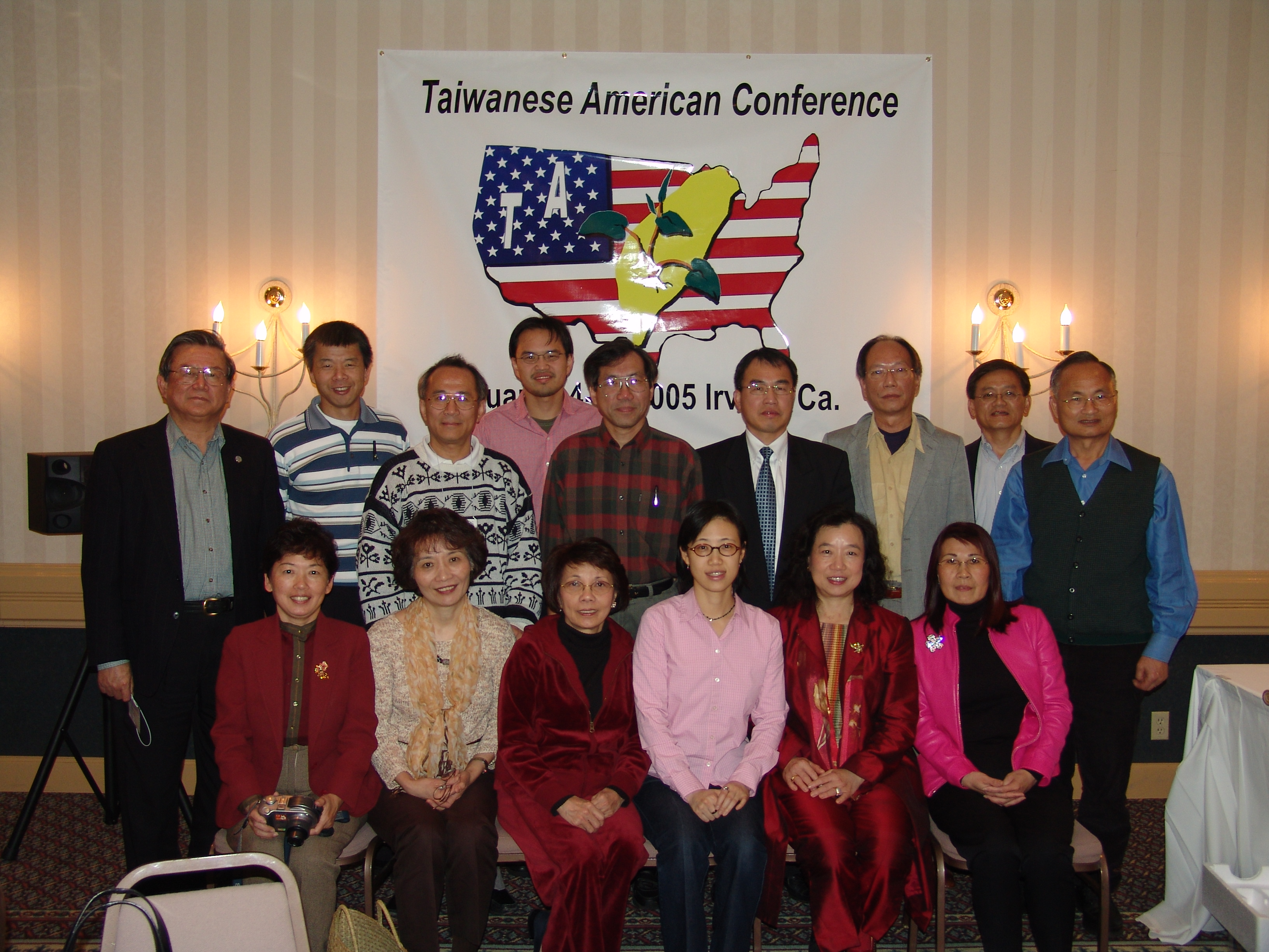 1. Group photo of the persons from 7 Taiwanese American Centers in the U. S..(Irvine, CA, Jan. 15, 2005)
