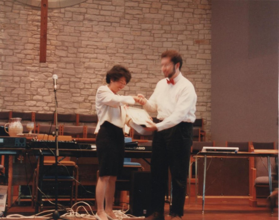 Austin Taiwanese School Pearl Wu awarding a certificate to winner of the Taiwanese language speech competition. 1998