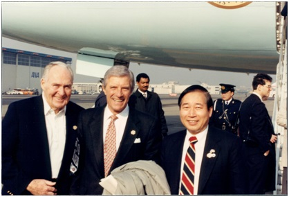 5 Bob Gavin, Chairman of Motorola, Commerce Secretary Robert A. Mosbacher and Winston Chen, CEO of Solectron