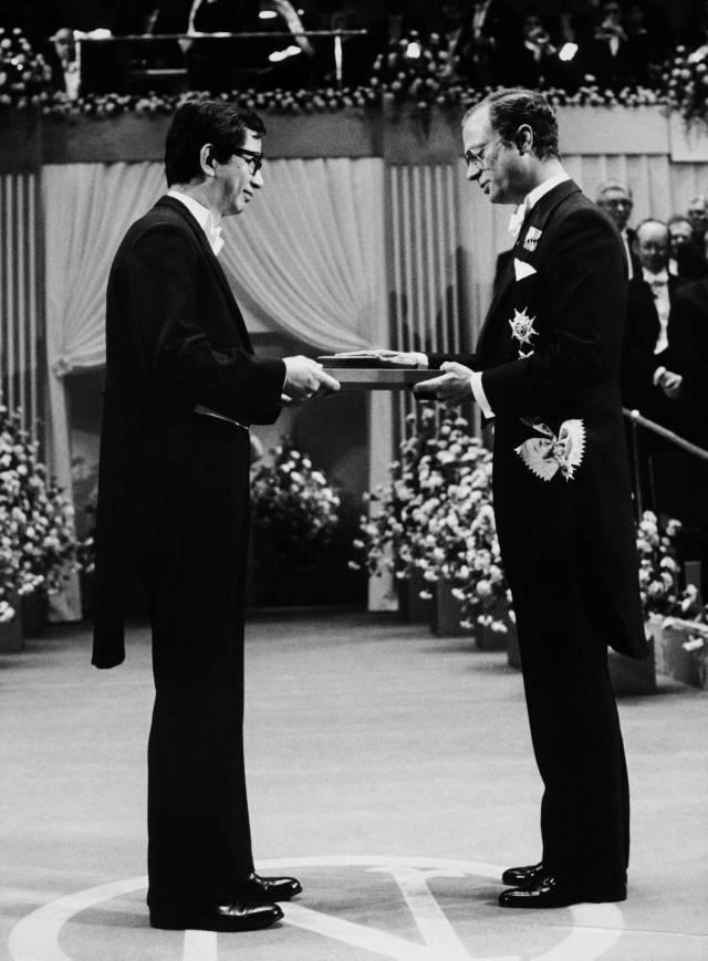 李遠哲1986年獲得諾貝爾化學獎